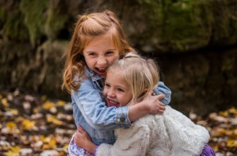 Сестры. Найти статус про двух дочек