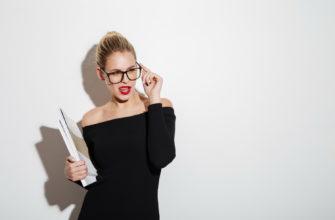 Девушка в очках. Какие есть статусы про хитрость