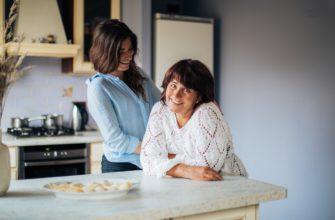 Мама и дочка. Какой поставить статус про взрослых детей