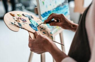 Художник рисует. Какие есть статусы про рисование.